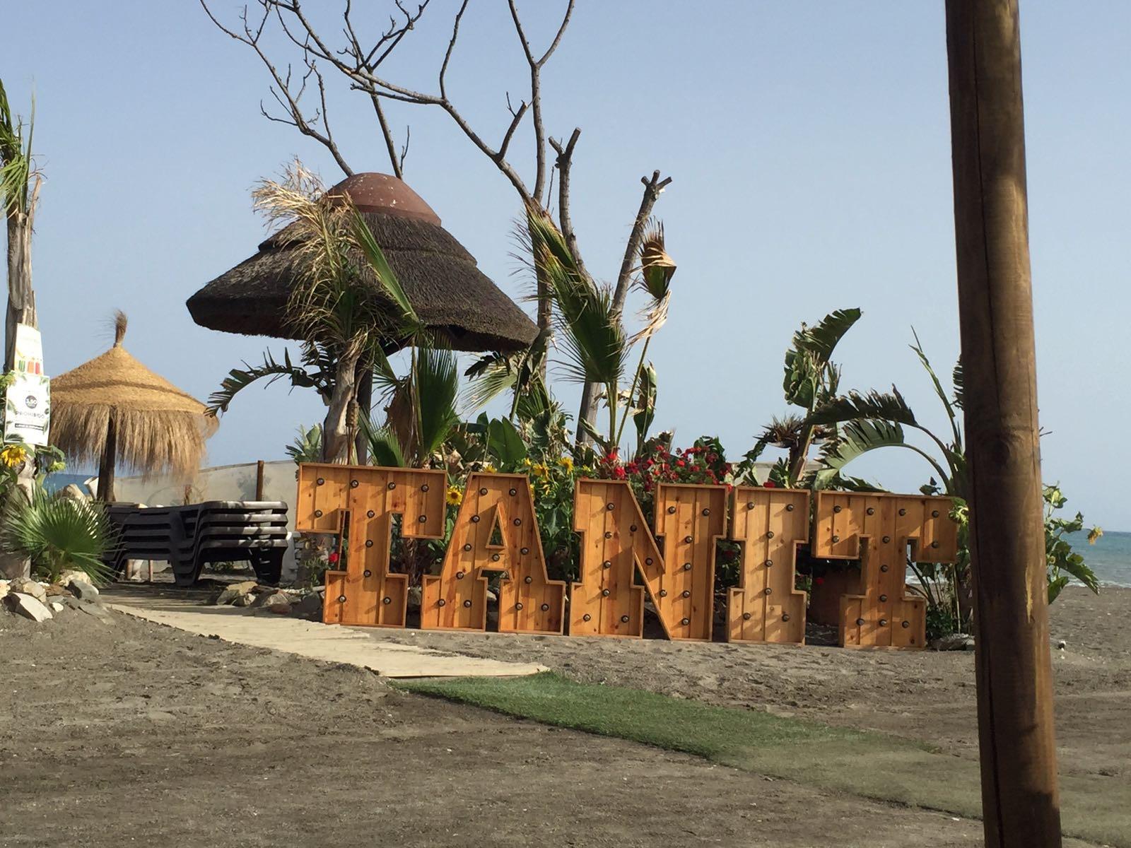 Hier moet je zeker een keertje heen, Tanit in Torre del mar....naast een camping!
