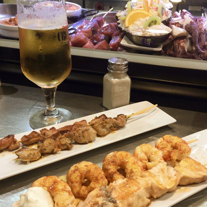 Heerlijk eten bij 1 van de vele kleine barretjes op de markt in Malaga