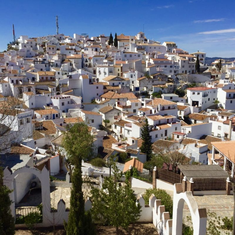 Het hoog gelegen witte dorpje Comares