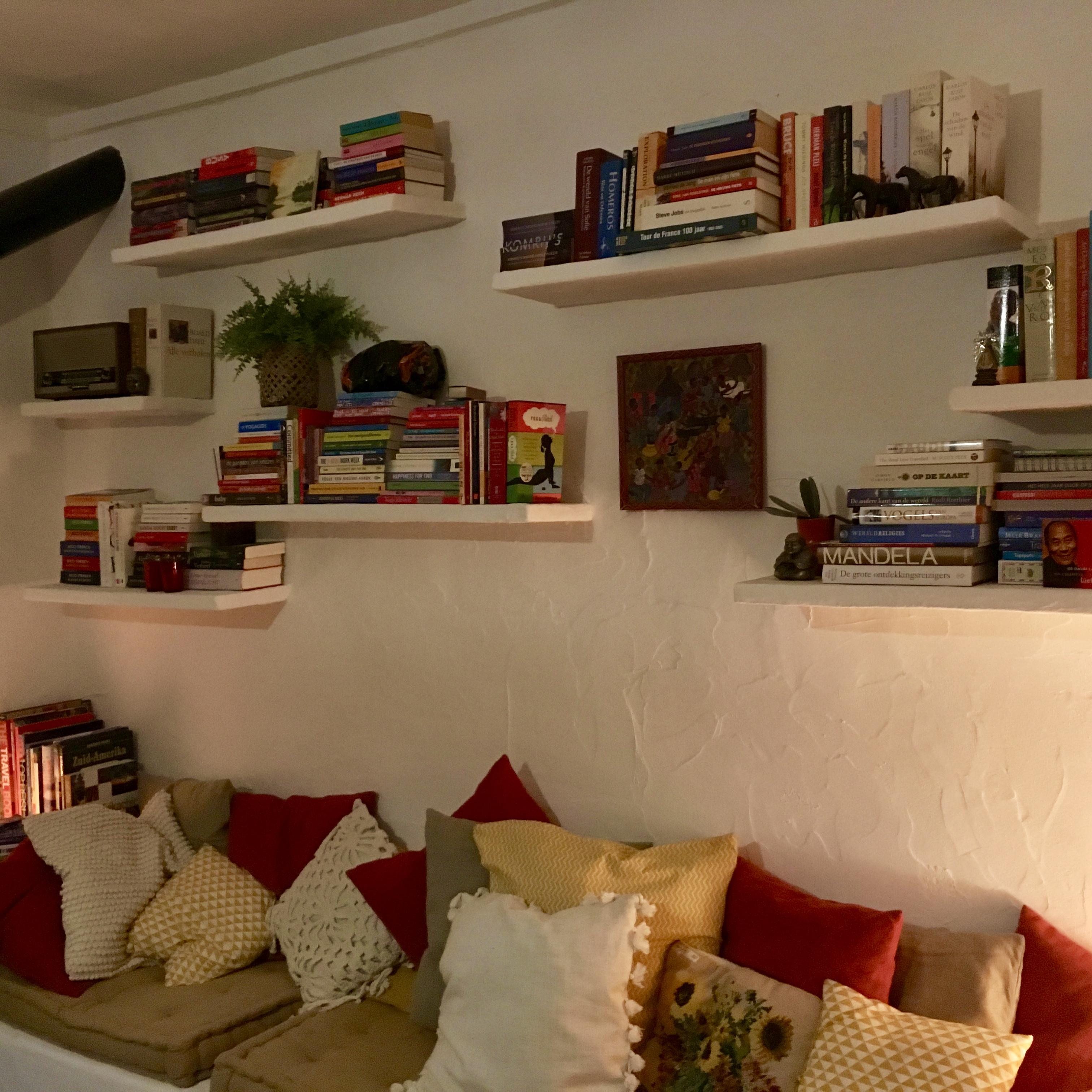 De leeskamer met kachel een platenspeler! En heel veel boeken!